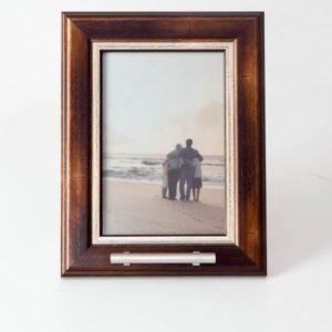 fotolijst urn bruin, met witte inzet