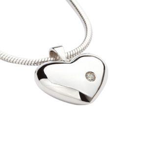 zilveren ashanger hartje zirkonia steen